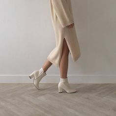 sweater dress fall fashion fall looks white booties neutrals - The world's most private search engine Look Fashion, Winter Fashion, Fashion Tips, Fashion Trends, Fashion Mode, Fashion 2016, Cheap Fashion, Fashion Clothes, Fashion Ideas