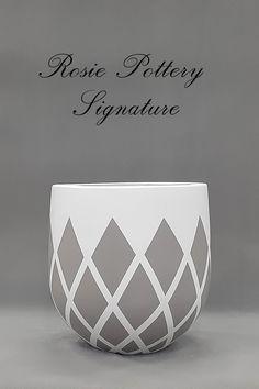 Handpainted Cement Planters at Painted Plant Pots, Painted Flower Pots, Painted Pebbles, Vase Crafts, Concrete Crafts, Pottery Painting Designs, Pottery Designs, Diy Concrete Planters, Flower Pot Design