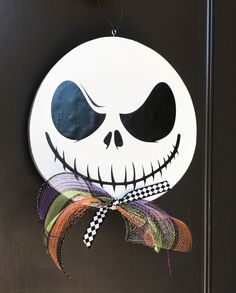 Halloween Goodies, Halloween Skeletons, Fall Halloween, Halloween Ideas, Fall Wooden Door Hangers, Wooden Doors, Burlap Door Hangings, Halloween Front Doors, Holiday Fun