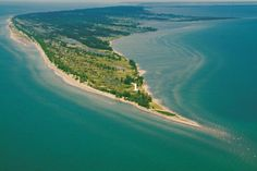 Great aerial view of the sand spit that is Long Point at Long Point Provincial Park near Port Rowan, Lake Erie, Ontario, Canada Beaches In Ontario, Ontario Place, Places To Travel, Places To See, Niagara Falls Camping, Norfolk County, Essex County, Canada Pictures, Ontario Parks