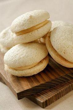 Čo dobré si upiecť v nedeľu? Napríklad makrónky, máme recept   TvojDom.sk Cake Tutorial, Macarons, Bread, Anna, Food, Advent, Wedding, Valentines Day Weddings, Brot