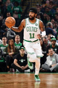 BOSTON, MA - OCTOBER Kyrie Irving of the Boston Celtics handles the ball against the Philadelphia on October 2018 at the TD Garden in Boston, Massachusetts. (Brian Babineau/NBAE via Getty Images) Kyrie Irving 3, Kyrie Irving Celtics, Irving Nba, Basketball Skills, Basketball Quotes, Basketball Pictures, Basketball Players, Irving Wallpapers, All Nba Teams