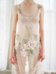 Delicadesa sobre la pell…  everlytrue:      [by Elizabeth Messina for Claire Pettibone]