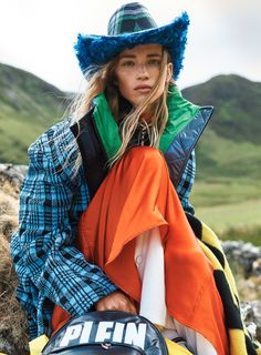 Models Rebecca Leigh Longendyke, Anok Yai, Leon McCarron & Luca Bortali are styled by Lucinda Chambers in 'Clash of the Tartans'. Photographer Josh Olins captures the mashup for Vogue US October Hair by Sam McKnight; makeup by Sally Branka Tartan Fashion, Skirt Fashion, Tartan Mode, Michael Kors Stores, Versace Top, Balenciaga Jacket, Marc Jacobs Dress, Mode Editorials, Fashion Editorials