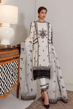 Latest Pakistani Dresses, Pakistani Designer Suits, Pakistani Dress Design, Indian Dresses, Indian Outfits, Patiala Salwar, Shalwar Kameez, Eastern Dresses, Pakistan Fashion