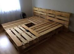 52 Amazing Pallet Bedroom Design Ideas is part of diy-home-decor - Wood pallet bedroom furniture ideas are surely among the most bedroom decoration that you will see today Pallet wood floors […] Wooden Pallet Beds, Pallet Bed Frames, Diy Pallet Bed, Diy Bed Frame, Diy Pallet Furniture, Pallet Ideas, Furniture Ideas, Furniture Removal, Pallet Wood