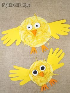 Tinker, paint or stamp chicks - crafting mitkids-Küken basteln, malen oder stempeln – Bastelnmitkids Chicks tinker with children for Easter. Crafts for Easter quickly and easily with your own hands. Easter Crafts For Toddlers, Spring Crafts For Kids, Daycare Crafts, Easter Activities, Easter Crafts For Kids, Toddler Crafts, Preschool Activities, Art For Kids, Children Crafts