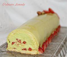 Bûche de Noël façon fraisier à la pistache  http://www.cuisineculinaireamal.com/article-buche-de-noel-fa-on-fraisier-a-la-pistache-113530369.html