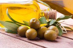 Как правильно выбрать растительное масло. Многие знакомы лишь с подсолнечным и оливковым маслом, но, оказывается, существует несколько десятков разновидностей масла, которые мы можем использовать в домашней кулинарии для приготовления вкусных блюд. А каким маслом чаще всего пользуетесь вы? #edimdoma #cookery #advice