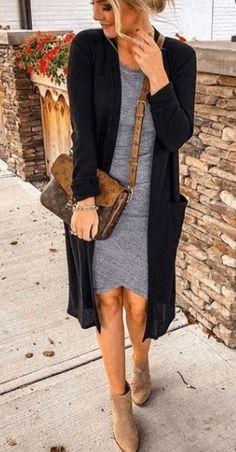 49 Adorable Womens Fall Outfit Ideas That You Should Try - We all like to have that perfect outfit that makes us look great, and yet feel comfortable. Here are seven different fall outfits that most women own . Fall Outfits For Work, Casual Fall Outfits, Casual Dresses, Casual Winter, Winter Outfits, Look Fashion, Autumn Fashion, Fashion Outfits, High Fashion