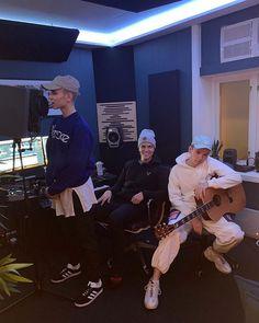 Studio i Oslo ny sang til CD som skal komme ut Good Job, Twins, Singing, Husband, Studio, Concert, My Love, Boys, Sexy