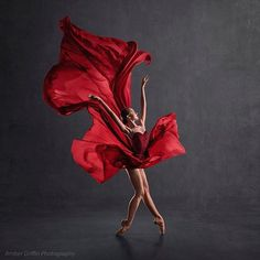 Stunning Olivia Moore captured by Amber Griffin 💃 Dance Like No One Is Watching, Just Dance, Ballet Dance Photography, Art Photography, Dance Aesthetic, Dance Hip Hop, Dance Stretches, Ballerina Project, Ballet Photos