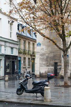 Rue Saint Sulpice, 6ème #Paris | photo by Lisa Hjalt