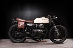 "HONDA CB 350 FOUR ""SMOOTH CRIMINAL"" by THE TARANTULAS.      Not a bad little cafe racer."