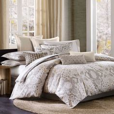 Features:  -Material: Cotton.  -Patten: Print.  Product Type: -Comforter/Comforter set.  Style: -Modern.  Color: -Multi-Colored.  Pattern: -Damask.  Material: -Cotton.  Thread Count: -180.  Cleaning M