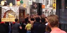 Selbstgeißelung in der City: Video: Schiiten-Trauermarsch durch Bonner Innenstadt