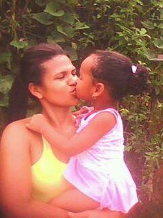 minha esposa e minha filha, biquinho no biquinho