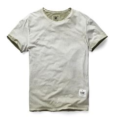 Round neck tee with raw sleeved edges and a raw hem. For strength, the shoulder seam is internally reinforced with binding. www.g-star.com