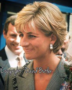 Diana Princess of Wales Great hair Short Hair With Layers, Short Hair Cuts For Women, Lady Diana, Brown Hair Princess, Diana Haircut, Medium Hair Styles, Curly Hair Styles, Haircut And Color, Hair Images