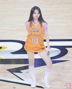 Look jogadora de basquete... #stylesohye #ioi #kimsohye #Sohye #sohyefashion #k-pop #koreanstyle #k-popstyle #kimsohye2017 #kpop