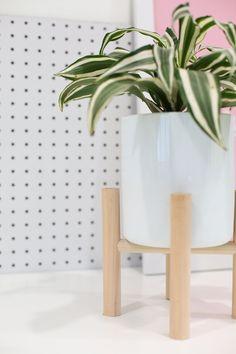 DIY HOME | DIY Midcentury Modern Plant Stand