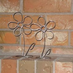 wire_flower_photo_holders == photo only Nail Polish Flowers, Nail Polish Crafts, Wire Crafts, Jewelry Crafts, Diy And Crafts, Wire Wrapped Jewelry, Wire Jewelry, Copper Wire Art, Wire Jig
