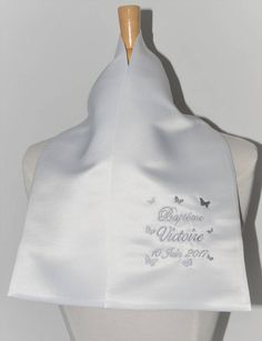 écharpe de baptême enfant papillons personnalisée brodée pour garçon ou fille (ici violet rose)