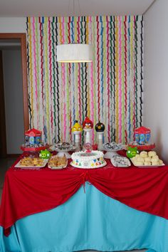 Festa Angry Birds - Decoração de Mesa e Fundo de Mesa - Angry Birds Party - Table Decoration and Backdrop
