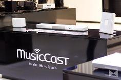 Ein Multiroom-System besteht aus Wireless-Lautsprechern. Mit dem Yamaha Restio ISX-80 und dem Yamaha WX-030 hat der Hersteller passende Modelle im Programm. http://www.modernhifi.de/yamaha-restio-isx-80-wx-030-musiccast-150918/
