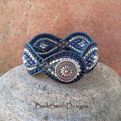Blau Silber Superduo Wrap Manschette Armband von BarbSmithDesigns