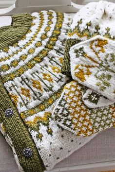 The winter is coming - knit faster! - The moment when you understand that the last 3 hours you spent looking at models on Ravelri could h - Fair Isle Knitting Patterns, Knitting Designs, Knitting Projects, Crochet Patterns, Motif Fair Isle, Fair Isle Pattern, Vibeke Design, Knit Mittens, Baby Sweaters