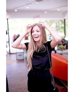 Bom dia com a #glamqueen @paola_antonini que também está aqui de coroa e tudo para celebrar com a gente o nosso aniversário de 5 anos! A emocionante história de superação da modelo foi publicada na nossa seção Na real em 2015. Quer relembrar? Corre pro nosso http://ift.tt/2oTmpBb. Obrigada por fazer parte da nossa história Paola!  via GLAMOUR BRASIL MAGAZINE OFFICIAL INSTAGRAM - Celebrity  Fashion  Haute Couture  Advertising  Culture  Beauty  Editorial Photography  Magazine Covers…