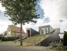 Полуподземный дом в Бельгии