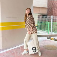 korean street fashion which look trendy. Teenager Fashion Trends, Korean Fashion Trends, Korean Street Fashion, Korea Fashion, Asian Fashion, Daily Fashion, Girl Fashion, Fashion Outfits, Fashion Design