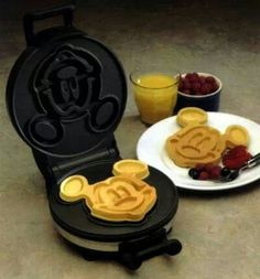 The Mickey Mouse Waffle Iron: my family had this when we were little! Best waffles ever. Casa Disney, Disney Home, Mickey Mouse Waffle Maker, Disney Kitchen, Waffle Iron, Food And Drink, Yummy Food, Treats, Snacks