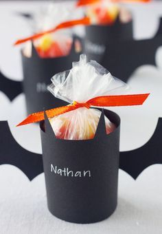 Bat Treat Holders -- Fill with treats and give to all of the little ghosts and goblins in your neighborhood, or use as batty Halloween party favors. Dulceros Halloween, Bonbon Halloween, Adornos Halloween, Manualidades Halloween, Halloween Party Snacks, Halloween Birthday, Holidays Halloween, Birthday Fun, Halloween Decorations