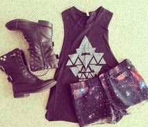 Inspiring picture black, indie, boots, combat boots, rock n roll, stylish, fashion, hipster, girly, triangle, jeans, outfit, punk, daily outfit, rock, t-shirt, galaxy shorts, galaxy. Resolution: 500x500. Find the picture to your taste!