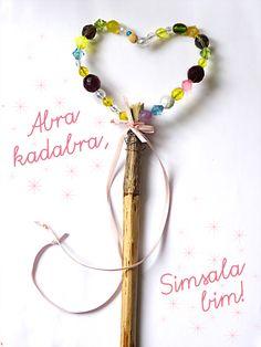 Einen eigenen #Zauberstab aus einen #Stock und #Perlen basteln! Auf geht's: https://www.wummelkiste.de/blog/zauberstab/