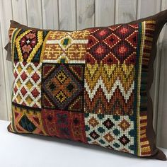 Cojin punto Diy Embroidery, Cross Stitch Embroidery, Embroidery Patterns, Cross Stitch Patterns, Crochet Patterns, Cushion Embroidery, Bargello Needlepoint, Needlepoint Pillows, Crochet Cushion Cover