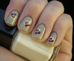 Pansies nail art     -     Stranger Tides - OPI (base color), Kieko from Zoya (purple petals), Load - Illamasqua (white petals), Grape - Savina (stamens) and Design Yellow - Color Madric's (yellow pollen).