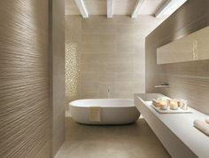 jolie salle de bain beige avec mur en carrelage beige et sol en faience salle de bain leroy merlin