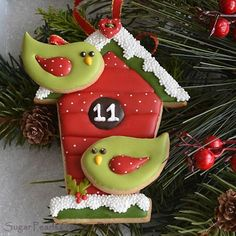 A Tweet Holiday! | Cookie Connection. Winter bird house with two applied whimsical birds. Posted on Julia Usher's Cookie Connection by Sugar Pearls Cakes and Bakes
