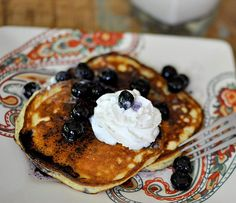 Ingredients: 2 ounces cream cheese 2 large eggs 2 tbsp erythritol (Swerve Sweetener) 1 scoop vanilla whey protein powder – about 28g (maximum 6g carbs) 2/3 cup almond flour 3 tbsp coconut oil pinch of salt   Blueberry sauce: 1 tsp coconut oil 1/4 cup frozen blueberries, thawed 1 tbsp Swerve sweetener 2 tbsp whipped …