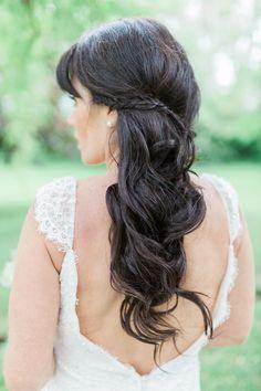wavy wedding hair - photo by Rosenlee Photography http://ruffledblog.com/glamorous-country-chic-wedding-inspiration #weddinghair