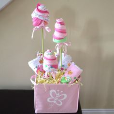 Baby shower gift! Blossoms made out of rolled wash clothes and burp clothes.