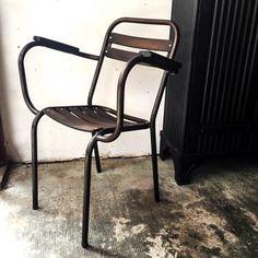 https://anciellitude.fr/wp-content/uploads/2017/07/tt-et-elo-4-sur-29.jpg - anciennes chaises de jardin - https://anciellitude.fr/anciennes-chaises-de-jardin/ - #chaise #chaisedejardin #chair #garden #jardin #wood #bois #furniture #architecture #mobilierindustriel #old #ancien #interiors #industrial #design #deco #vintage #decoration #anciellitude #light #lampe #baladeuse #fonte #aluminium #pucesdesaintouen #parisfleamarket #marchepaulbert #paulbertserpette #allee1 #paris