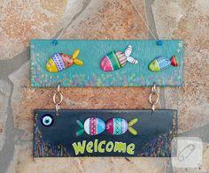 deniz taşlarını boyayarak birbirinden güzel kapı süsleri, panolar yapıyor marifetli arkadaşımız, bir bakın deriz. 10marifet.org'da tabii ki, nerede olacak başka!