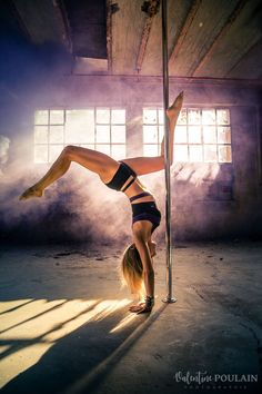 Pole Dance photo shoot – Staging your art Pole Dance Fitness, Pole Dance Moves, Pool Dance, Pole Dancing, Pole Dance Studio, Barre Fitness, Fitness Exercises, Yoga Handstand, Handstand Progression