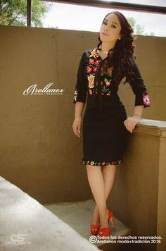 Mexican embroidered dress - Cristina Arellano's Folklor a la Moda Mexican Style Dresses, Mexican Outfit, 15 Dresses, Fashion Dresses, Traditional Mexican Dress, Mexican Embroidered Dress, Fiesta Outfit, Mexican Fashion, Look Fashion