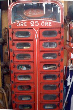 Vintage vending machine by Three-X, via Flickr